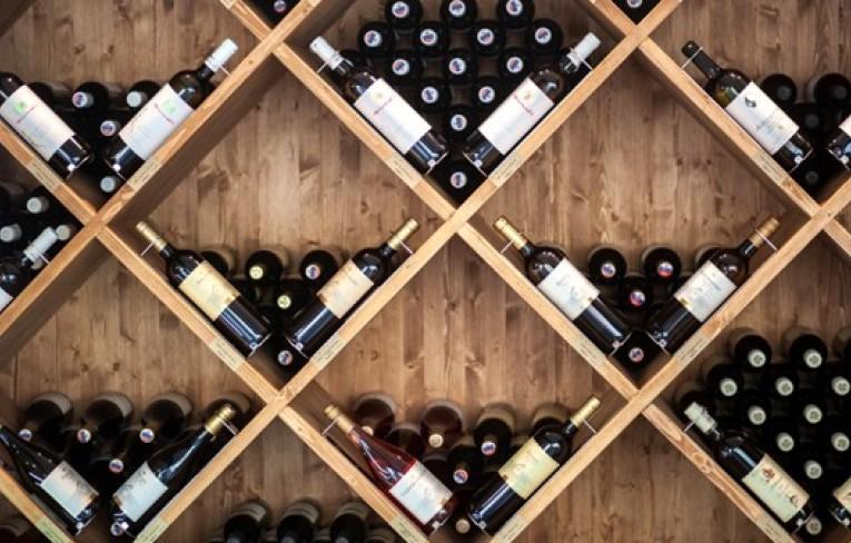 Prečo má fľaša vína objem 0,75 litra, a prečo ich je v kartóne 6?